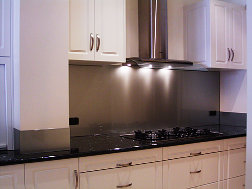 Kitchen Remodel Designs: Stainless Steel Kitchen Splashback